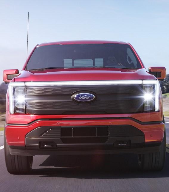 فورد تكشف عن شاحنتها الكهربائية الجديدة كلياً F-150 لايتننج بمدى يصل إلى 483 كم