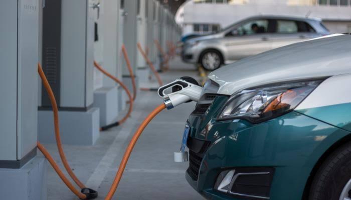 الصناعة: وقف استيراد السيارات الكهربائية المستعملة يهدف للحد من انتشارها عشوائياً